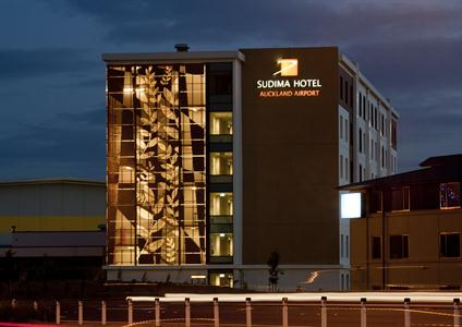 An ideal hotel for late night or early morning flights. It's just 5 minutes from the Auckland Airport.